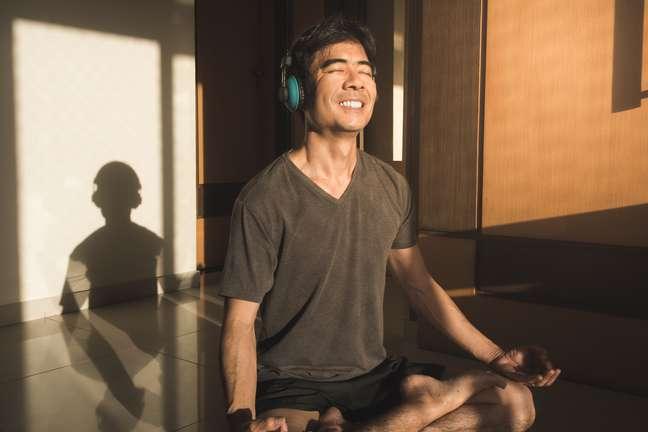 A meditação traz inúmeros benefícios para o seu bem-estar