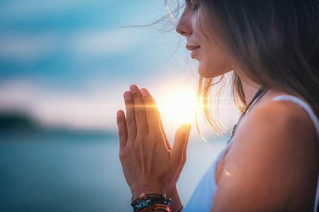 Aprenda a oração 'Armadura do Cristão', forte contra inveja e más energias