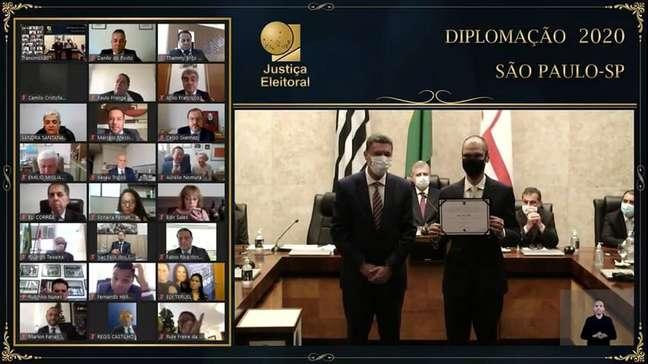 Prefeito Bruno Covas foi um dos poucos diplomados presencialmente nesta sexta-feira, 18.