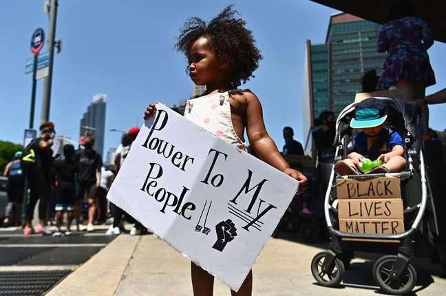 Diferentes gerações participam dos protestos pelas vidas negras