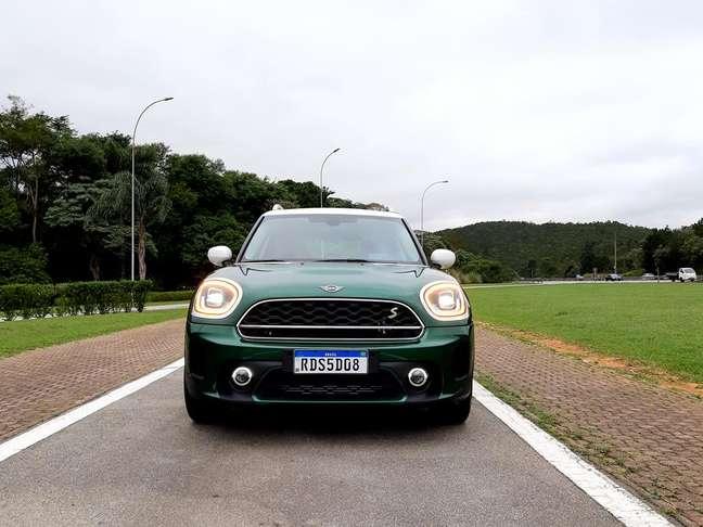 Parte frontal do carro ficou mais bonita e mais tecnológica na segunda geração.