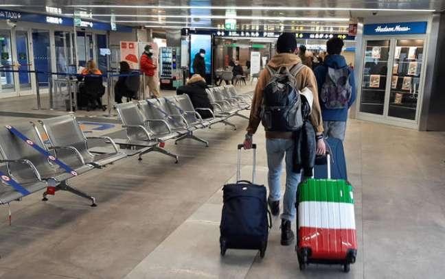 Itália já suspendeu voos provenientes do Reino Unido por causa de nova cepa do Sars-CoV-2