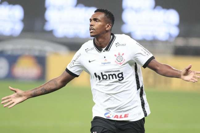 Jô fez o gol da vitória contra o Goiás