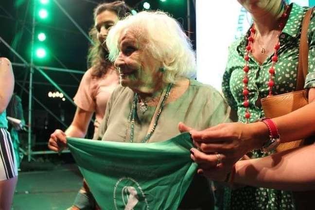 A ativista Nelly Minyersky, de 91 anos, defende a descriminalização e a legalização do aborto na Argentina