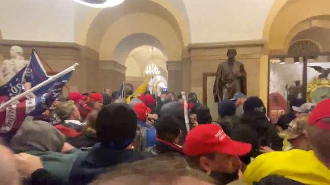 Manifestantes pró-Trump invadem o Capitólio em Washington 06/01/2021 Brendan Gutenschwager/via REUTERS