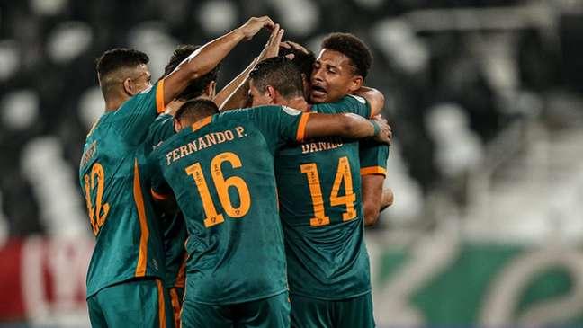 Fluminense venceu o Coritiba na última partida no Nilton Santos (Foto: LUCAS MERÇON / FLUMINENSE F.C.)