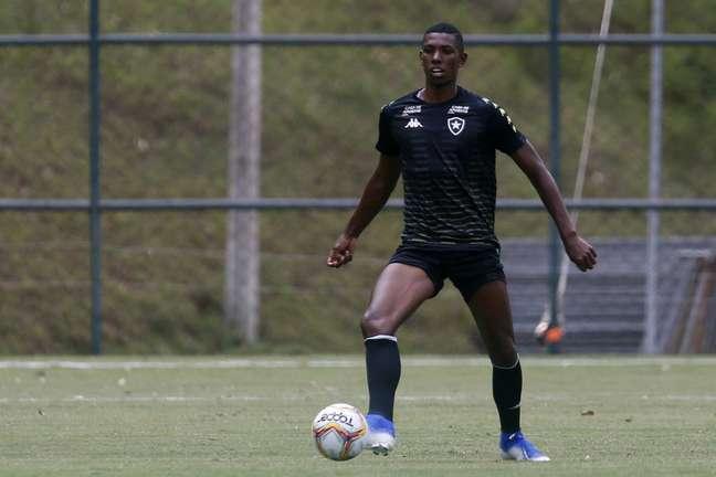 O zagueiro Kanu pode estar de saída do Botafogo para o Cruz Azul (Foto: Divulgação/Vítor Silva)