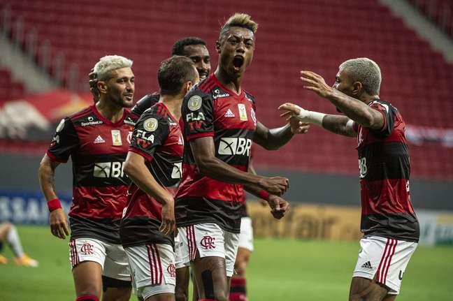 Flamengo bateu o Palmeiras por 2 x 0 e depende apenas de seus resultados para ser campeão