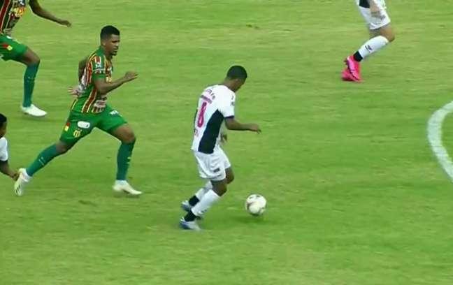 Partida apresentou boas chances de gol para os dois lados (Reprodução/Premiere)