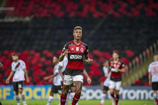 Bruno Henrique fez o segundo gol na vitória do Flamengo sobre o Vasco