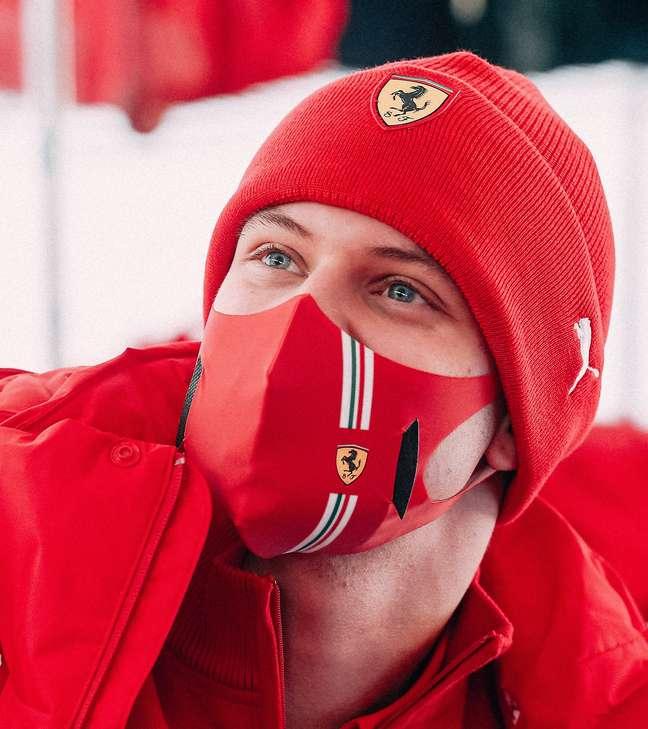 Mick Schumacher, testando pela Ferrari.