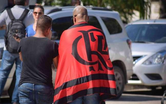 Torcedores se solidarizam com as famílias da vítimas após o incêndio no CT do Flamengo (Adriano Fontes/ AMPress)
