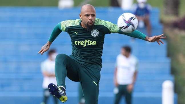 Felipe Melo treina no Catar; Palmeiras enfrenta o Al Ahli na quinta-feira