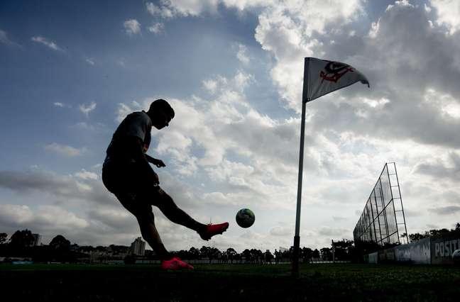 O Corinthians de Fagner precisa vencer o Furacão para continuar na briga por uma vaga na Libertadores