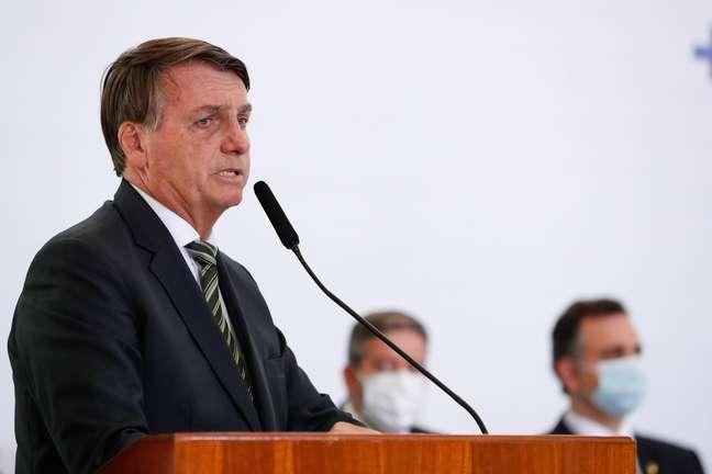 Bolsonaro diz que auxílio emergencial volta em março e por até quatro meses