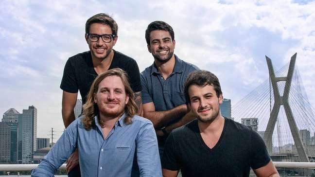 Da esq. para dir., em pé, Marcelo Ramos eRaphael Machioni, cofundadores da Vee; sentados,Loïc Soubeyrand, CEO da Swile, eEduardo Haidar, cofundador da Vee