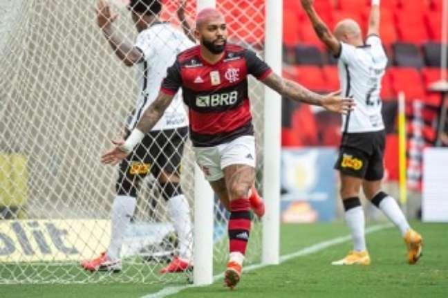 Gabigol fez o gol da vitória do Flamengo sobre o Corinthians por 2 x 1