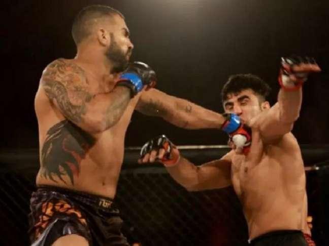 Brasileiro revelou que 'entregou' a luta após ser ameaçado por homem armado (Foto: Reprodução/Facebook)