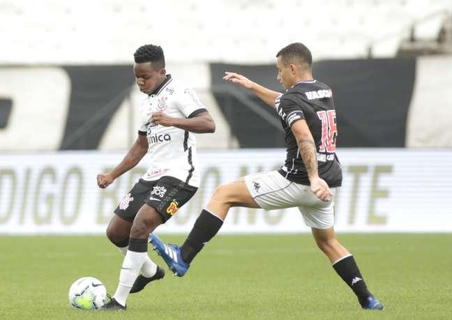 Cazares entrou no segundo tempo mas Timão só ficou no 0 x 0 com o Vasco