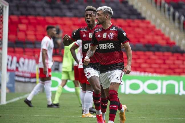 Arrascaeta fez o gol de empate do Flamengo, na vitória sobre o Inter por 2 x 1