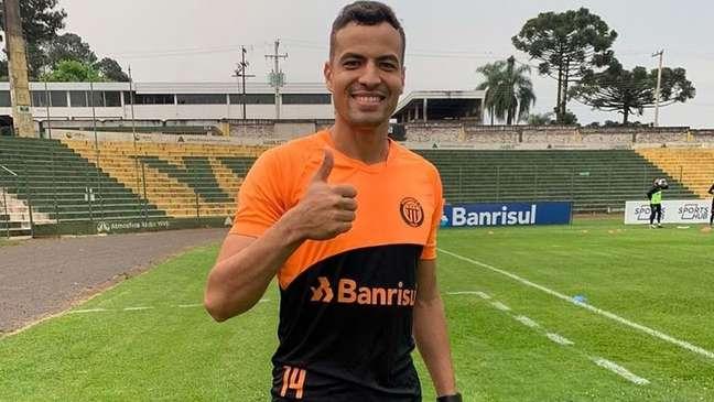 Zagueiro Diogo Silva estreia em Portugal (Foto: Reprodução/Twitter)