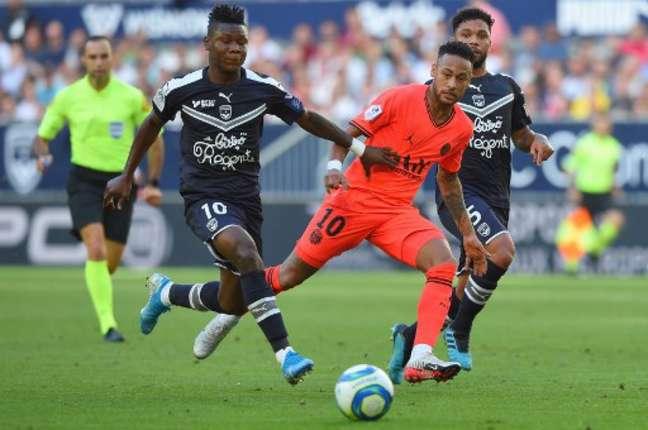 Neymar não estará em campo pelo PSG (Foto: NICOLAS TUCAT / AFP)