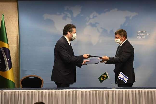 Em Jerusalém, os chanceleres do Brasil e Israel emitiram Declaração Conjunta, em que tratam de vários avanços concretos na relação dos dois países e destacam a determinação de cooperar no combate à covid-19.