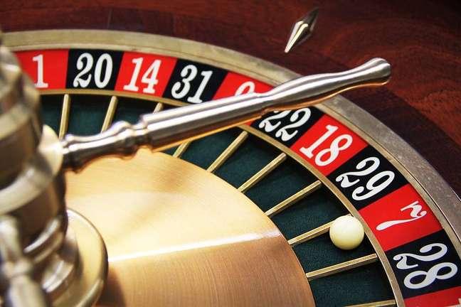 Os jogos de azar, incluindo bingo, caça-níqueis, jogos de carta, loteria e até bolsa de valores, podem causar compulsão em até 2% da população brasileira.
