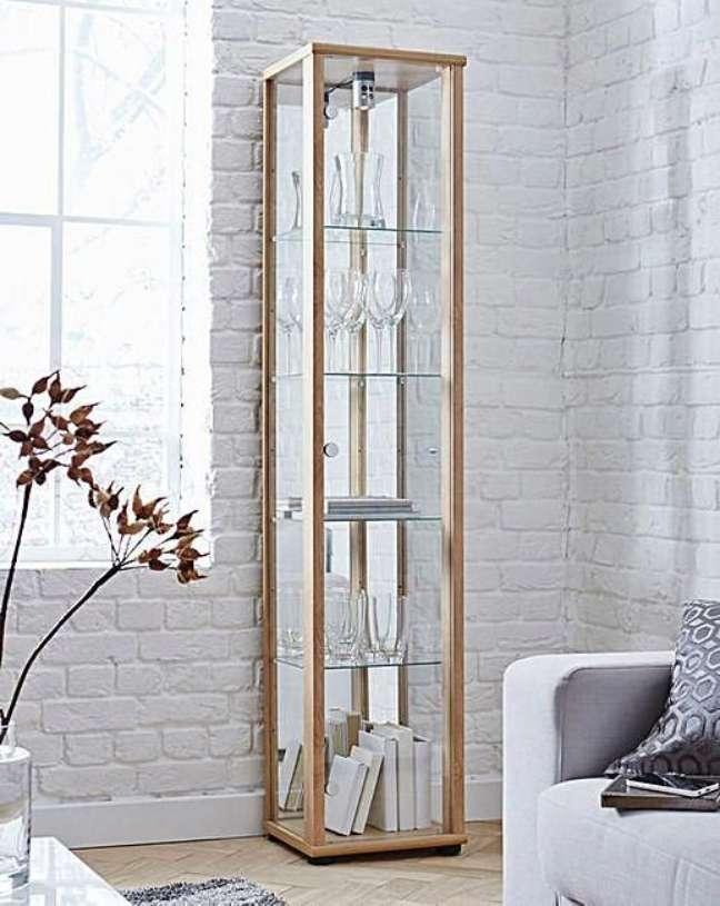 6. Cristaleira pequena de vidro com espelho – Foto Home Essentials
