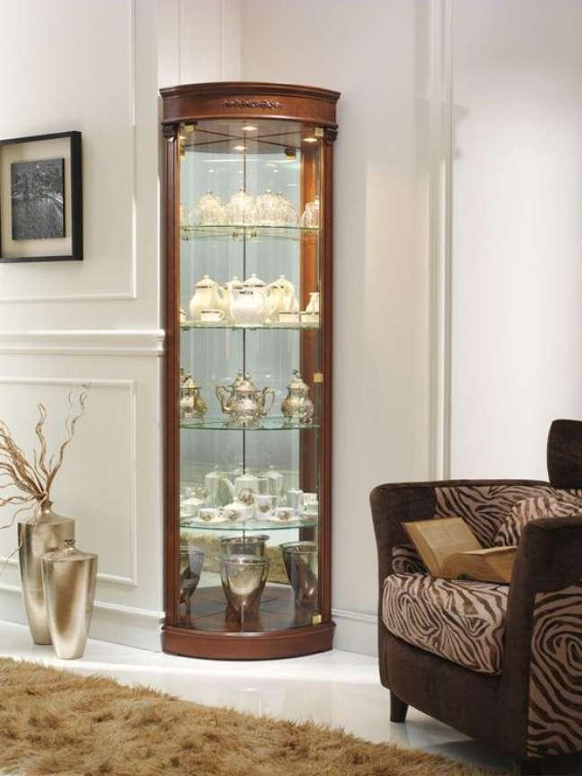 4. Cristaleira pequena de canto na sala de estar – Foto Crystaleira