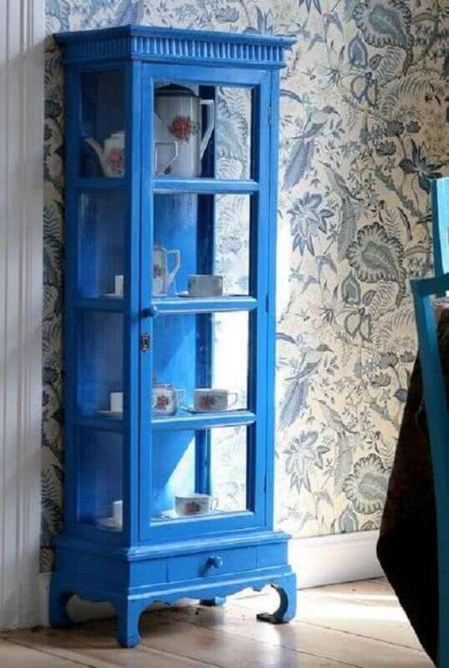 12. Cristaleira pequena antiga e azul – Foto Atelier Classico