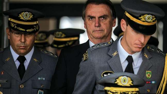 """Terreno fértil para ditadura"", diz Bolsonaro sobre lockdown"