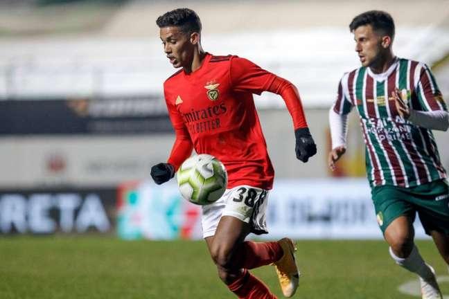 Mesmo sem jogar muito, empresário de Pedrinho afirma que o jogador está feliz no Benfica (Foto: Divulgação/Benfica)