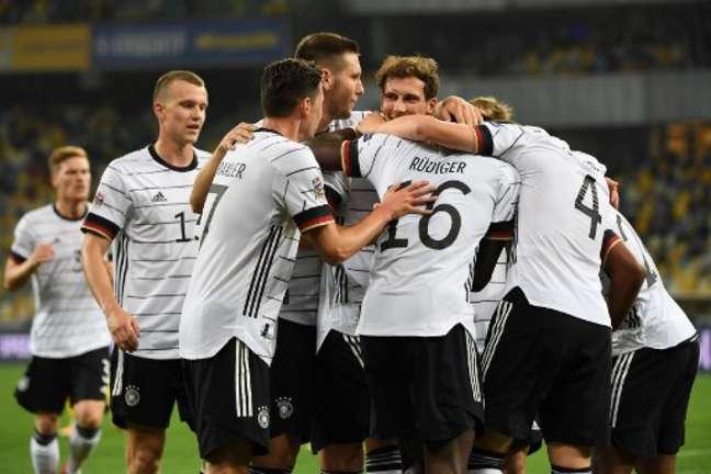 Seleção Alemanha enfrenta a Islândia nesta quinta-feira (Foto: Sergei SUPINSKY / AFP)