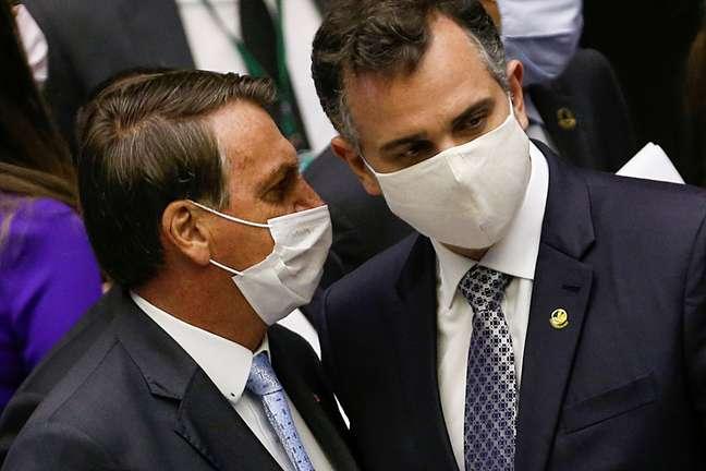 Bolsonaro e Pacheco durante sessão no Congresso, em Brasília 3/2/2021 REUTERS/Adriano Machado