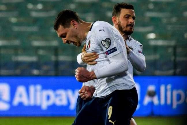 Belotti marcou na vitória da Itália (Foto: NIKOLAY DOYCHINOV / AFP)