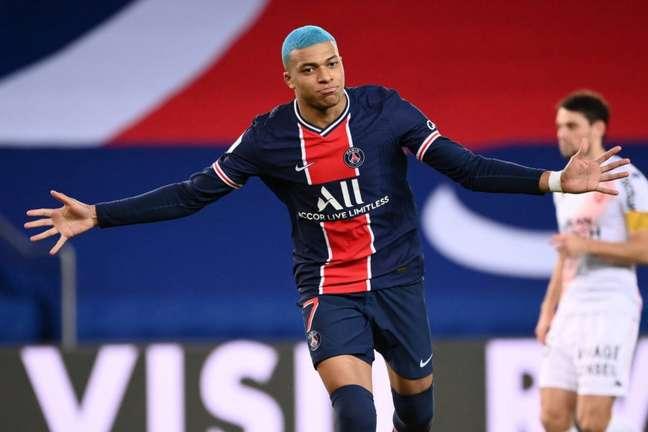 Mbappé tem contrato com o Paris Saint-Germain até junho de 2022 (Foto: FRANCK FIFE / AFP)