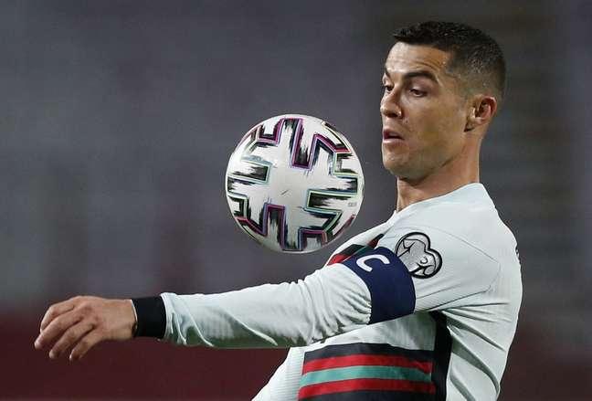 Cristiano Ronaldo arremessou faixa de capitão após irritação com arbitragem