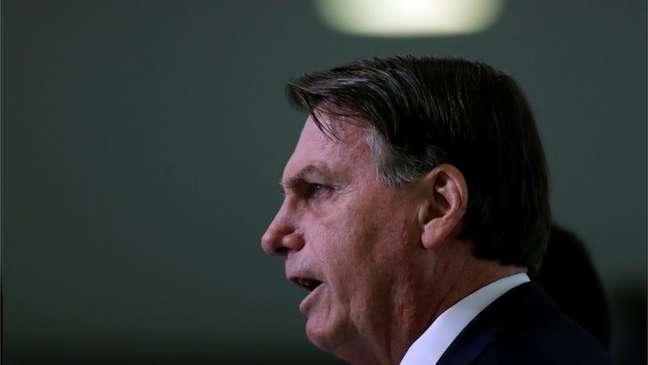 Bolsonaro enfrenta uma crise militar e política em seu governo