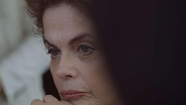 'Alvorada' acompanha o cotidiano da ex-presidente Dilma Rousseff durante o processo de impeachment