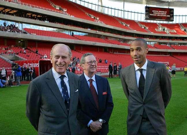 Príncipe Philip esteve na inauguração do Emirates Stadium (Divulgação/Arsenal)