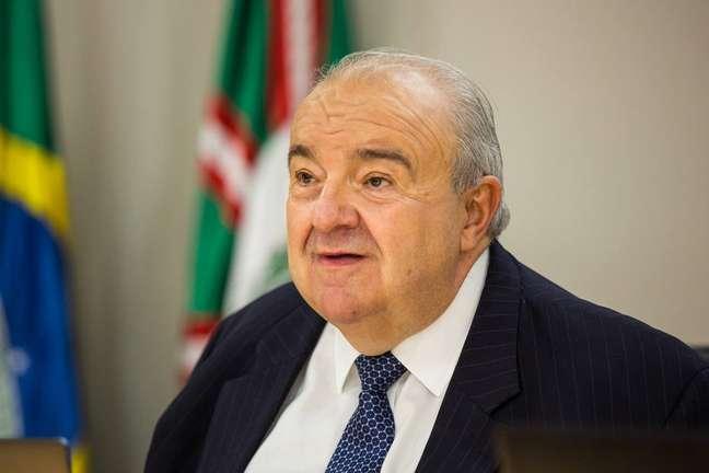 Prefeito de Curitiba, Rafael Greca. Cidade afrouxou regras de restrição no início de abril