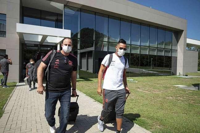 Rogério Ceni e Diego Alves no CT Ninho do Urubu (Foto: Alexandre Vidal/Flamengo)