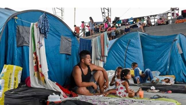 Mais de 6 mil pessoas se mudaram da Venezuela para a Colômbia, fugindo dos confrontos armados em Apure