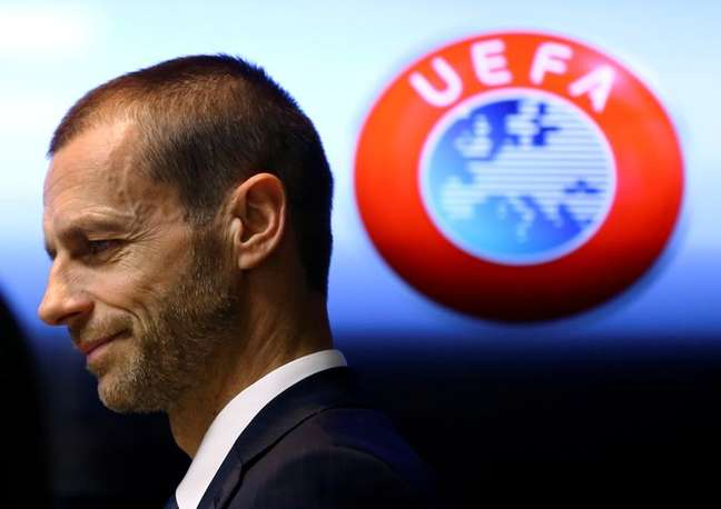 Presidente da Uefa, Aleksander Ceferin, chega para entrevista coletiva em Stara Pazova, na Sérvia 3103/2017 REUTERS/Antonio Bronic