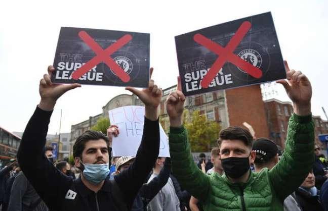 Protesto de torcedores do Chelsea contra a Superliga