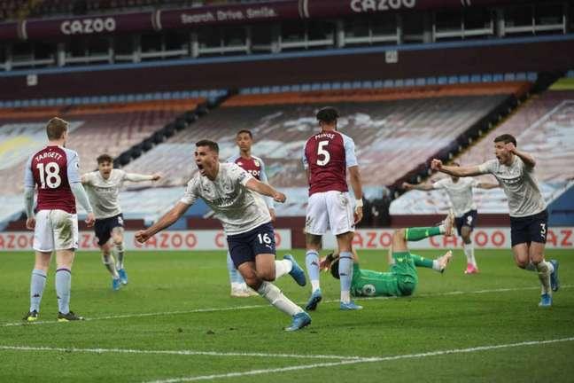 Manchester City chegou aos 77 pontos no Campeonato Inglês (Foto: CARL RECINE / POOL / AFP)