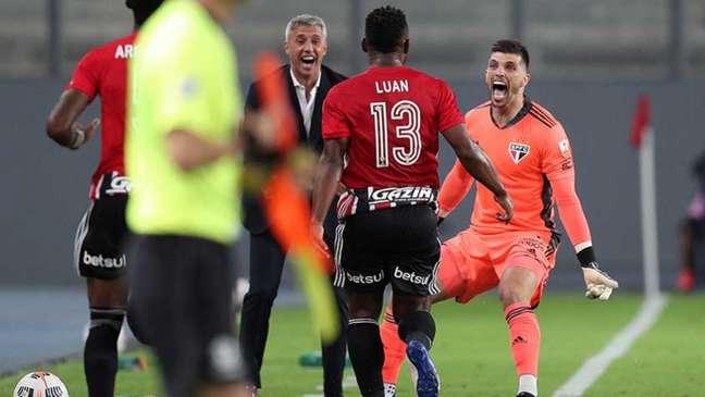 Após vencer na estreia da Libertadores, o São Paulo volta a campo pelo Paulista (Foto: Martin Mejia / POOL / AFP)