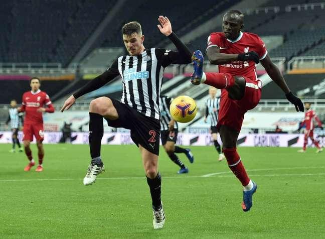 Liverpool e Newcastle se enfrentam neste sábado (Foto: PETER POWELL / POOL / AFP)