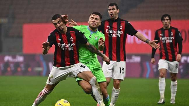 Lazio e Milan se enfrentam nesta segunda-feira (Foto: Marco BERTORELLO / AFP)